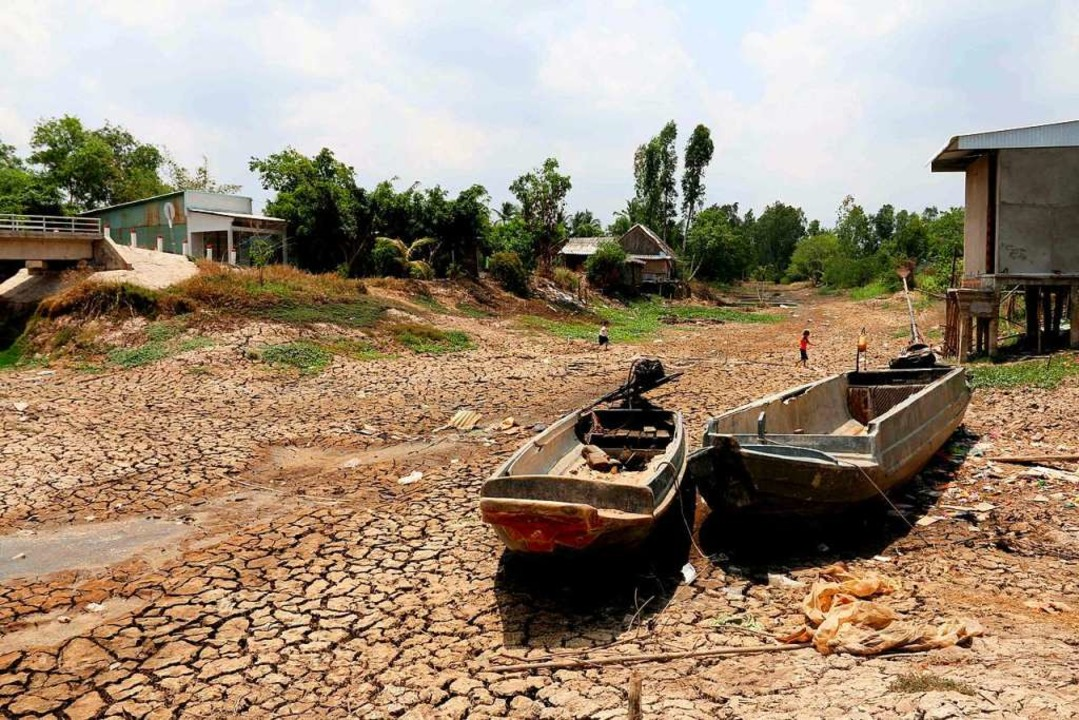 Dürre (das Foto entstand in Vietnam) o...ute Millionen Menschen in die Flucht.   | Foto: Str
