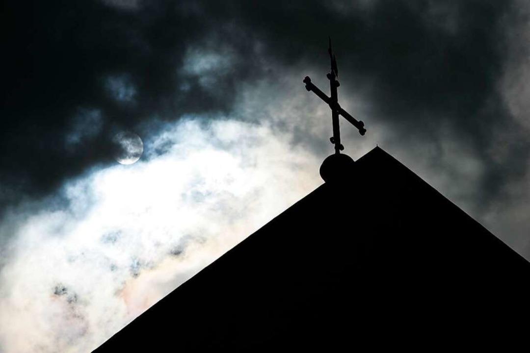 Der Missbrauchsskandal hat die katholi...e bis heute noch nicht überwunden hat.  | Foto: Friso Gentsch
