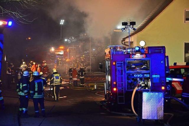 Bei einem Gebäudebrand in Bonndorf stirbt ein Mensch