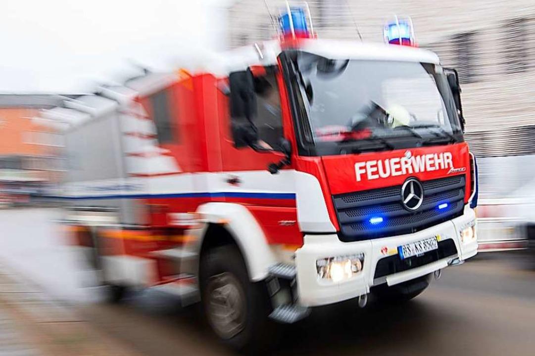 Die Feuerwehr konnte den Brand rasch löschen.  | Foto: Julian Stratenschulte (dpa)