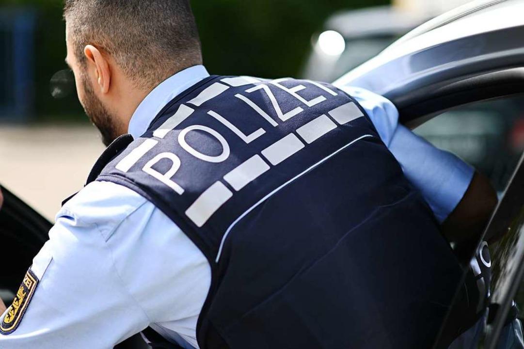 Die Polizei hatte viel Arbeit mit dem Mann (Symbolbild)  | Foto: Jonas Hirt