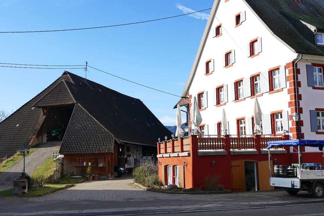 Die Scheune am Gasthaus Bären in Zarten darf abgerissen werden.  | Foto: Markus Donner