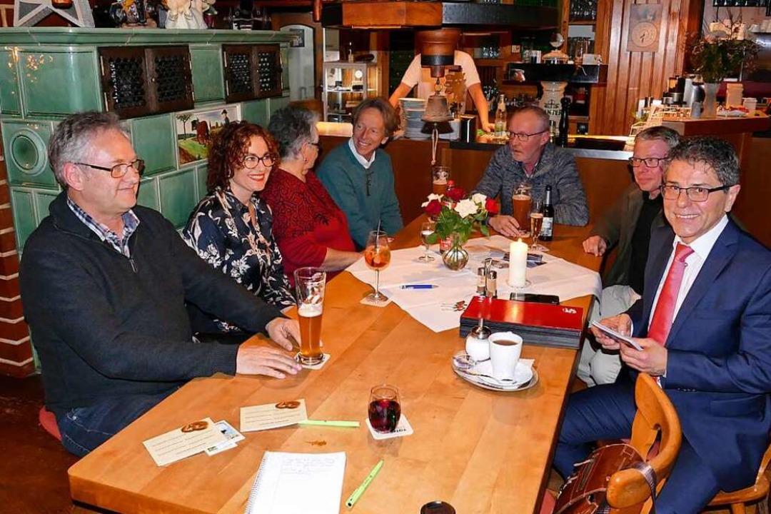 Im Hirschen in Unteribental wirbt Bürg...s) für seine Wiederwahl am 2. Februar.  | Foto: Markus Donner