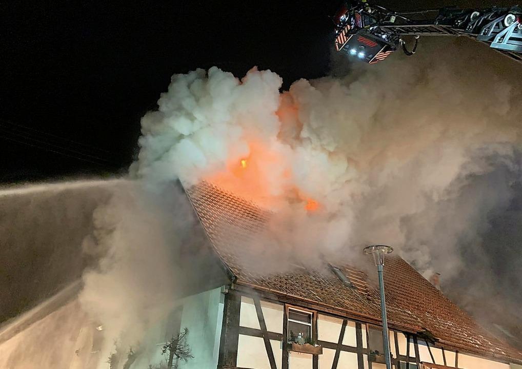 Bei dem Brand eines  Wohnhauses in Brunnadern ist ein Mensch ums Leben gekommen.  | Foto: BZ