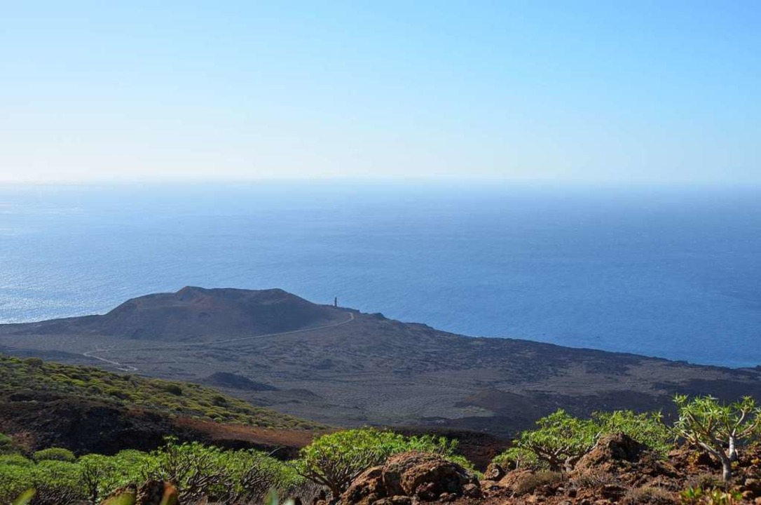 Das Ende der Welt: der Inselwesten mit dem Leuchtturm Faro de Orchilla  | Foto: Anita Fertl