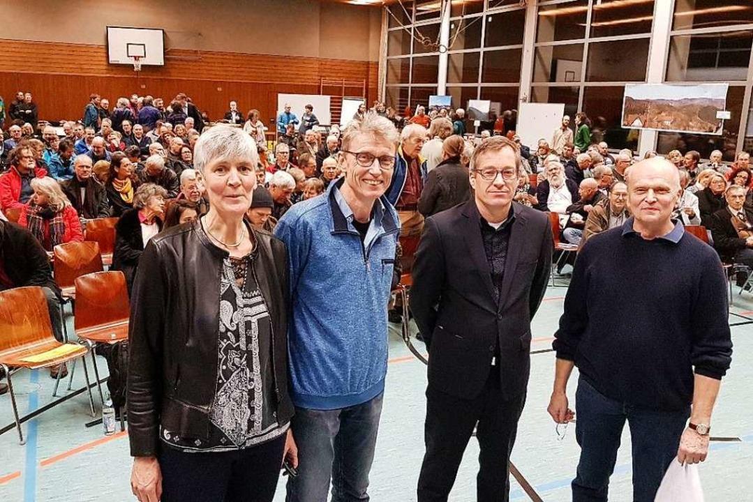 240 Zuhörer kamen in die Halle Tegerna...ive Schwarzwald Gegenwind (von links).  | Foto: Gerhard Nill