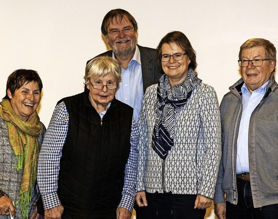 Der neu gewählte Vorstand des Caritasv...er und Hermann Striebich (von links).   | Foto: Gabriele Zahn