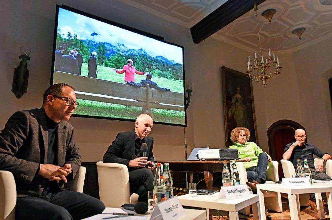 Auf der Suche nach der Wahrheit, im Hi...otojournalisten Till Mayer (von links)  | Foto: Michael Bamberger