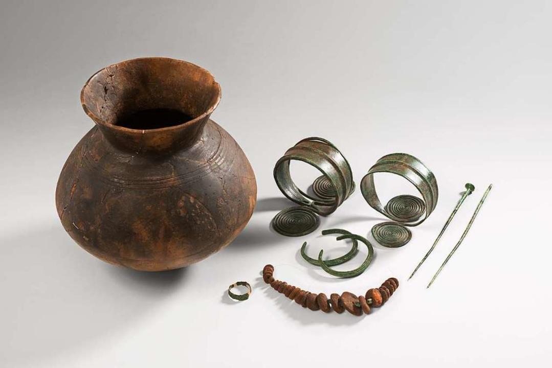 Aus der Bronzezeit: Grabbeilagen aus dem Elsass.  | Foto: Musée Unterlinden, Christian Kempf