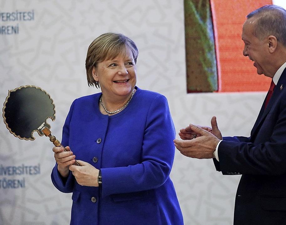 <ppp> Erdogan geschenkt hat. Noch 2017... war das Verhältnis ein ganz  anderes.    Foto: Tolga Bozoglu (dpa)