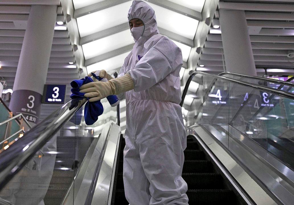 In Asien geht die Angst um: In Seoul d...Passagieren aus Wuhan Fieber gemessen.    Foto: HONG YOON-GI (AFP)