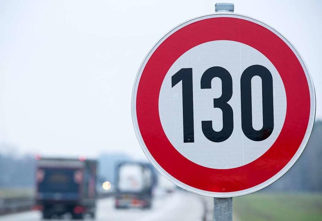 Tempo 130 auf allen Autobahnen? Der AD...diese Frage nicht mehr mit einem Nein.  | Foto: Jens Büttner (dpa)