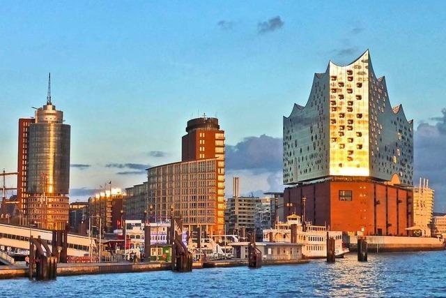 Erleben Sie die St. Petersburger Philharmoniker in der Elbphilharmonie und freuen Sie sich auf ein tolles Erlebnisprogramm in Hamburg!