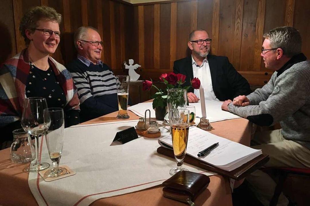 Herbert Bucher (Zweiter von rechts) stellte sich in Unteribental vor.  | Foto: Michael Dörfler