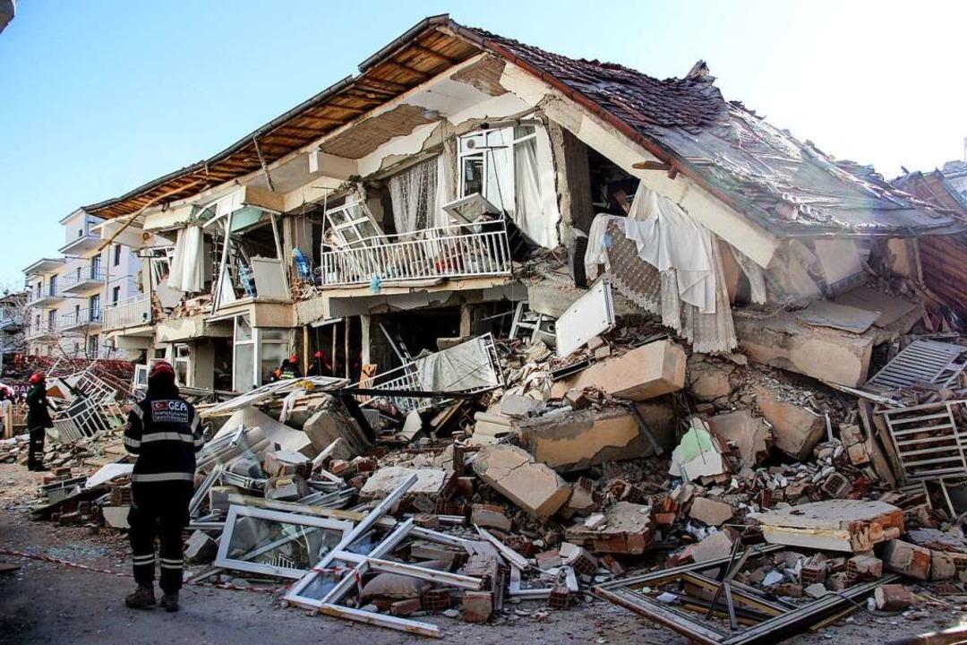 Mehrere hundert Nachbeben folgten auf das Beben der Stärke 6,8.  | Foto: Uncredited (dpa)