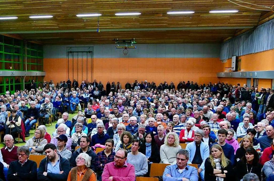 Mehr als 850 Buchenbacher waren zur Vo...daten in die Sommerberghalle gekommen.  | Foto: Markus Donner