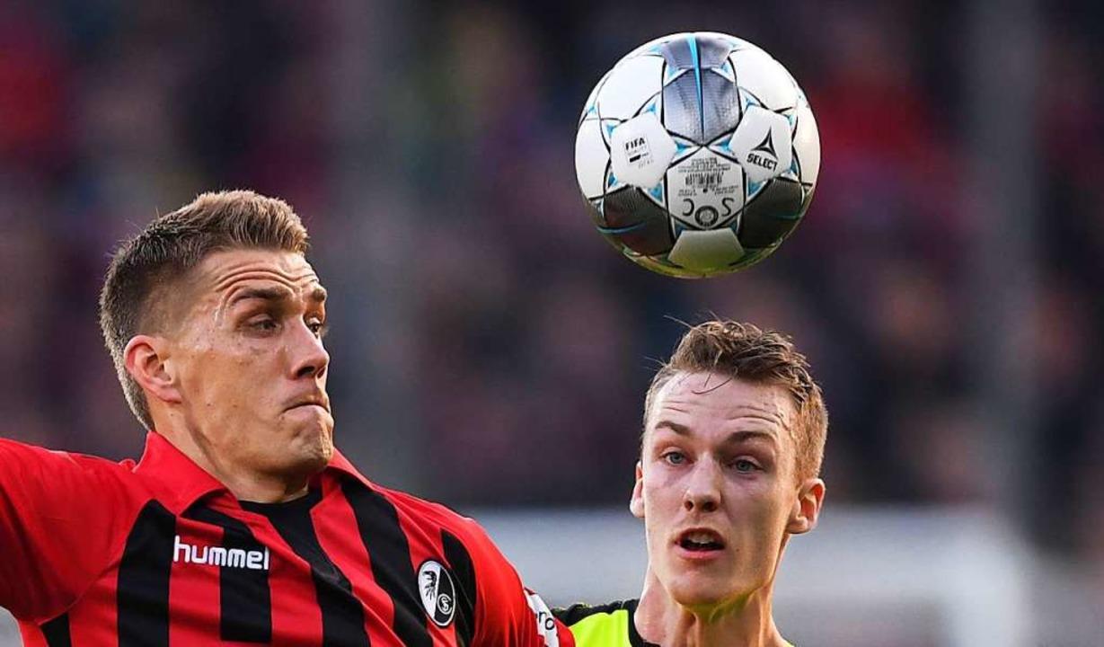 Nils Petersen erlebte gegen Paderborn ... seiner beiden Kopfballchancen nutzen.    Foto: Patrick Seeger (dpa)