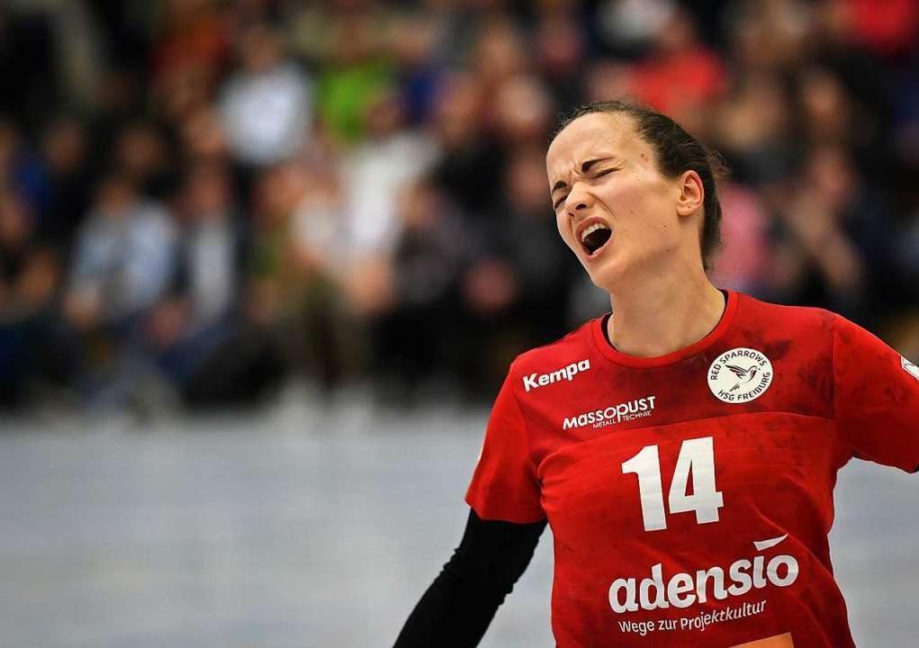 Frust nach einer vergebenen Torchance ...f: Alica Burgert von der HSG Freiburg.  | Foto: Patrick Seeger