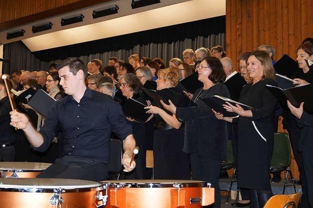 170 Akteure gestalten zusammen ein Konzert in Efringen-Kirchen