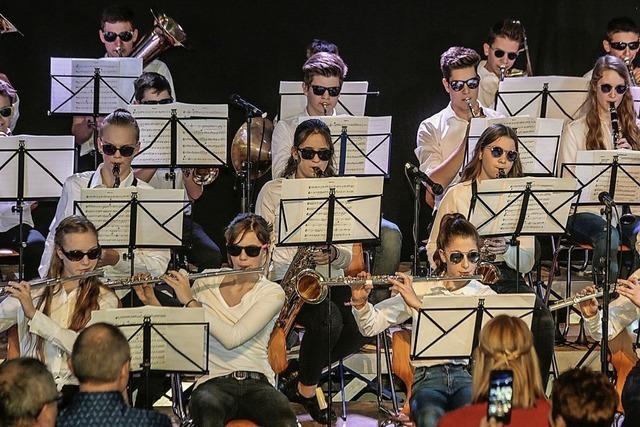 Saxofon trifft auf Schulbigband