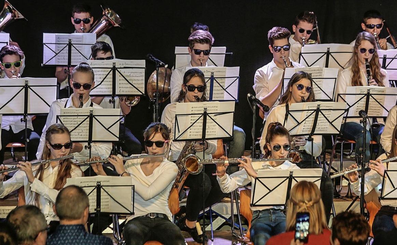 Cool mit Sonnenbrille: die Bigband des Ettenheimer Gymnasiums   | Foto: Sandra Decoux-Kone