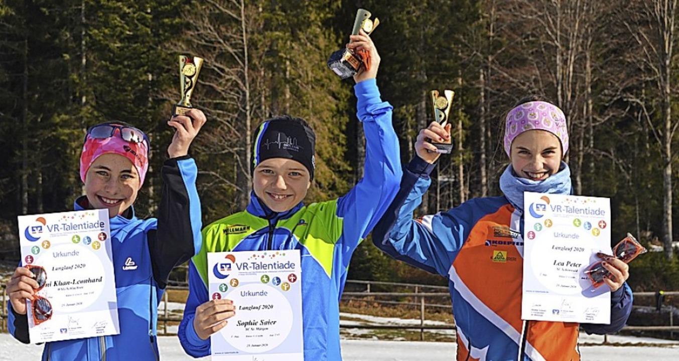 Die besten U-12-Mädchen: Siegerin Soph...platzierte  Leni Khan-Leonhard (links)  | Foto: Junkel