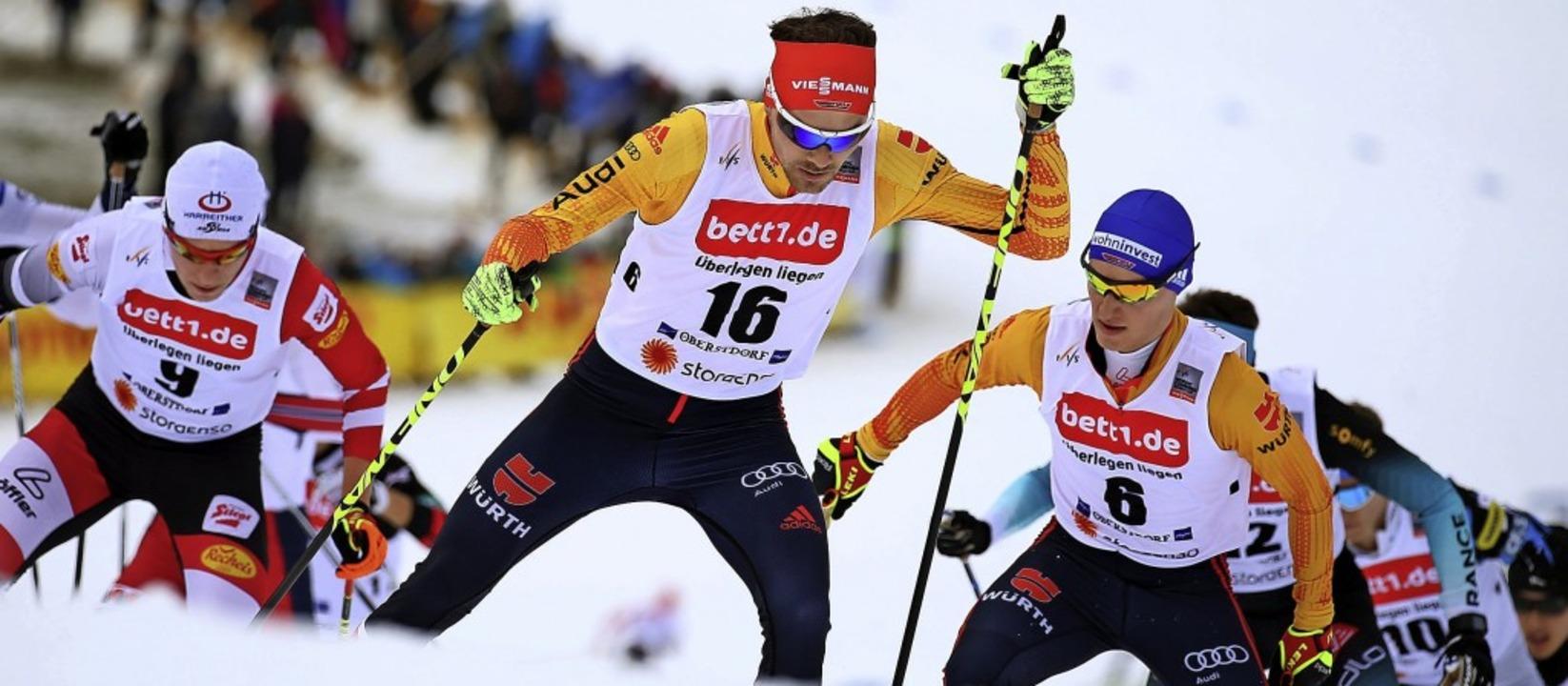 Solide bei den Sprüngen, robust auf de...ummer 16) und Manuel Faißt (rechts).    | Foto: Karl-Josef Hildenbrand (dpa)