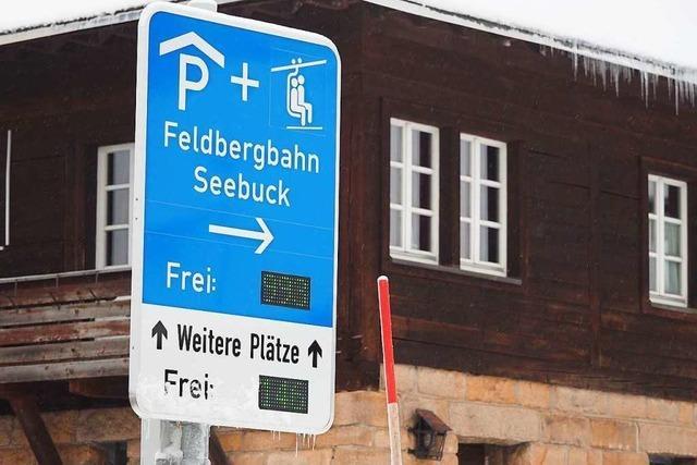 Polizei verteilt wieder mehr als 100 Knöllchen an Falschparker am Feldberg