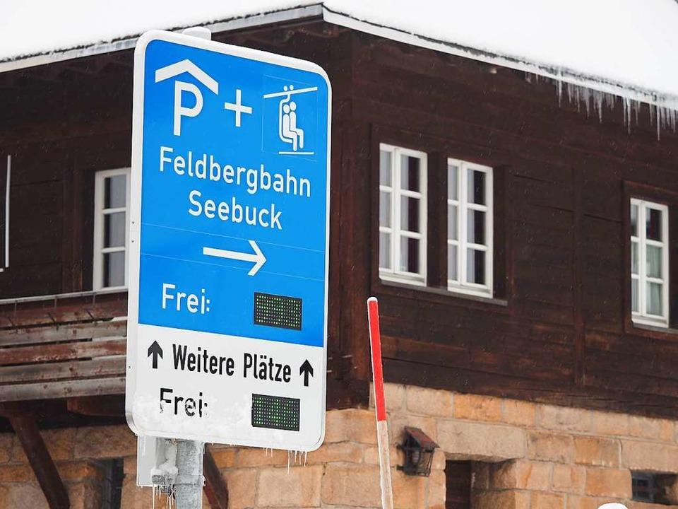 Die Parkleitführung soll Wintersportler über freie Parkplätze informieren.  | Foto: Susanne Gilg