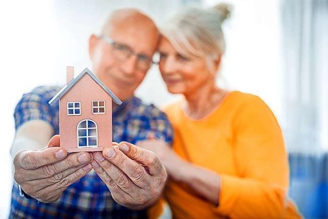 So können Sie Ihr Eigenheim als Geldquelle nutzen und dennoch wohnen bleiben.