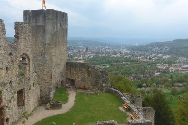 Partygäste hinterlassen vermüllte Burg Rötteln – Polizei ermittelt
