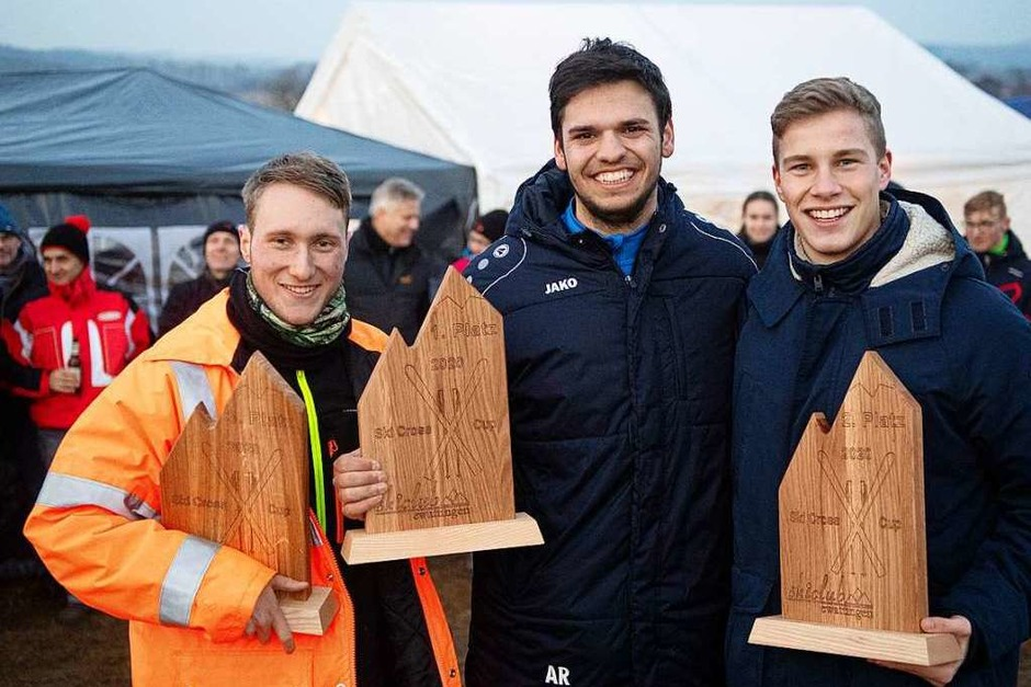 Strahlende Sieger beim  Ski Cross Cup am Skilift auf Sandern in Ewattingen: Arthur Riester siegt vor Paul Kienzle (rechts) und Marc Vetter (links). (Foto: Wolfgang Scheu)
