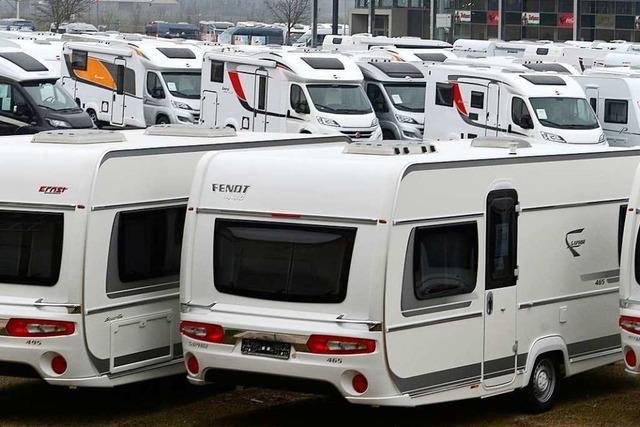 Diebe stehlen drei Wohnwagen von Firmenareal