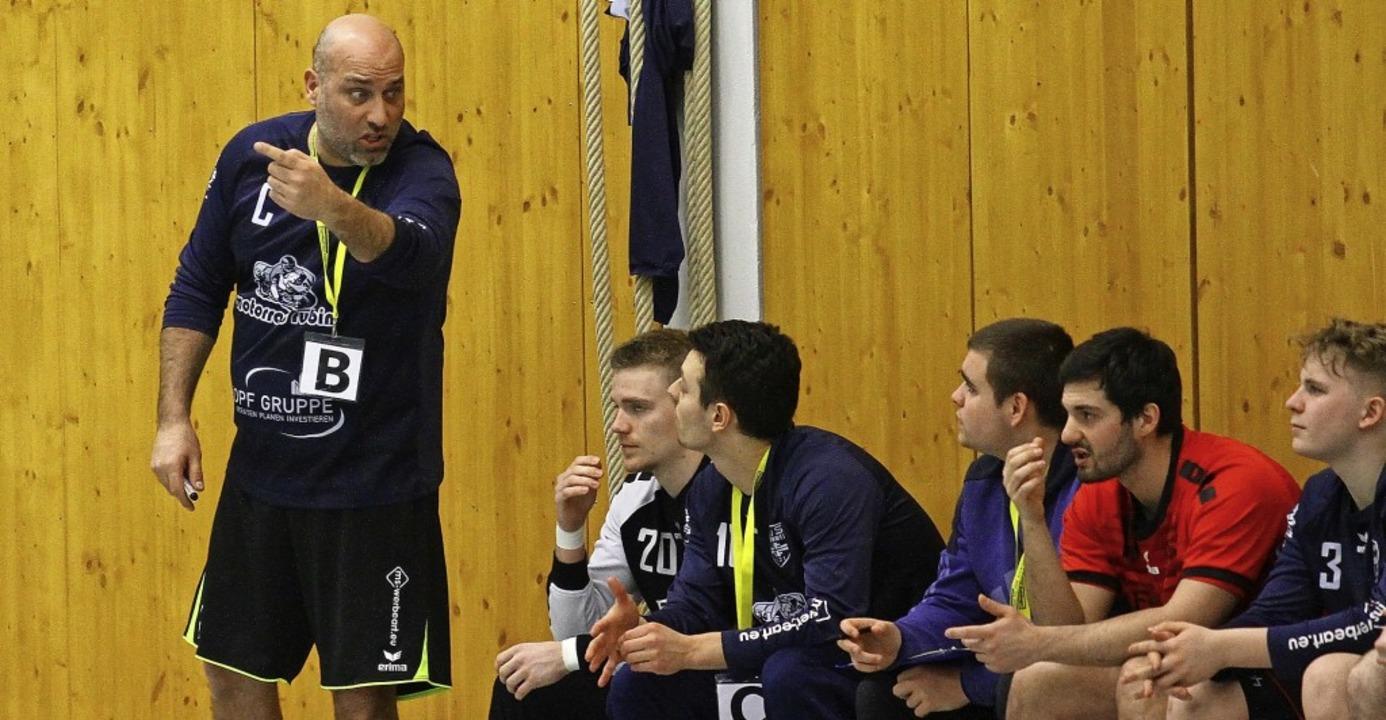 Unzufrieden sieht  Thomas  Welle, Trai...m Heimspiel  gegen die SG Schramberg.   | Foto: Peter Aukthun-Goermer