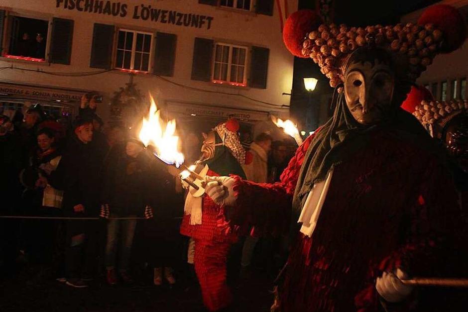 Impressionen vom Narrentag der Zünfte des Viererbunds in Überlingen mit Nacht- und Tagumzug, Schwertletanz und fröhlichem, bunten Treiben in der alten Stadt am Bodensee. (Foto: Bernd Fackler)