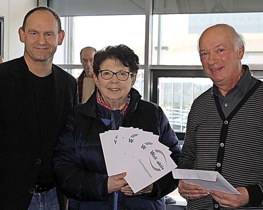 Christel Stauß mit Wolfgang Raithel (rechts) und Andreas Rühle  | Foto: Anita Indri-Werner