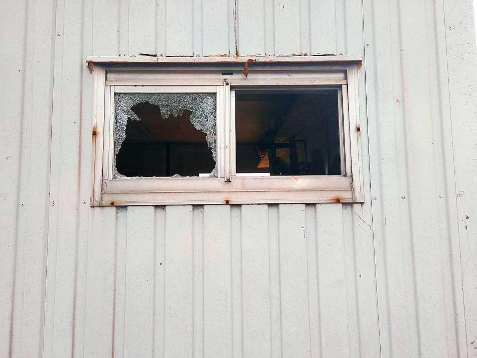Einbruchsversuch und eingeschlagenes Fenster am Gerätecontainer  | Foto: Verein Stadtoasen