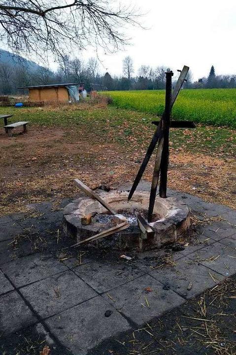 Traurige Überreste: Das verbrannte Tom... des Vereins auf dem nahen Grillplatz.  | Foto: Verein Stadtoasen