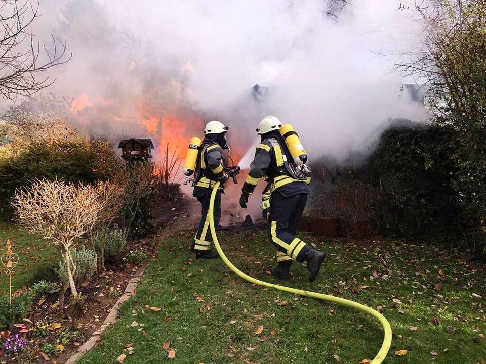 Sie ist zur Stelle, wenn es brennt: Di...ennenden Gartenhütte im November 2017.  | Foto: Lenke