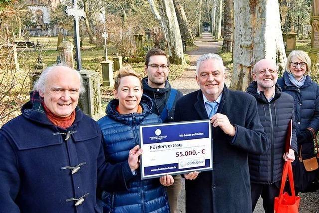 Geldregen für den Alten Friedhof in Neuburg