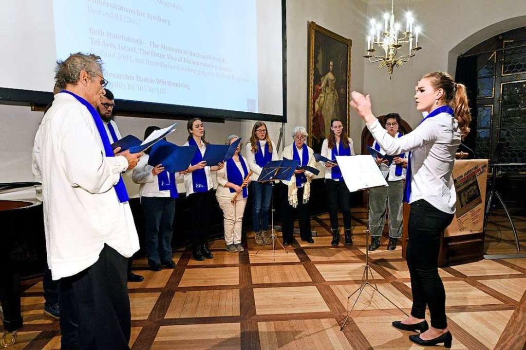Der Gescher-Chor sang Pionierlieder und die Hymne des Kibbuz Beit Zera    Foto: Thomas Kunz
