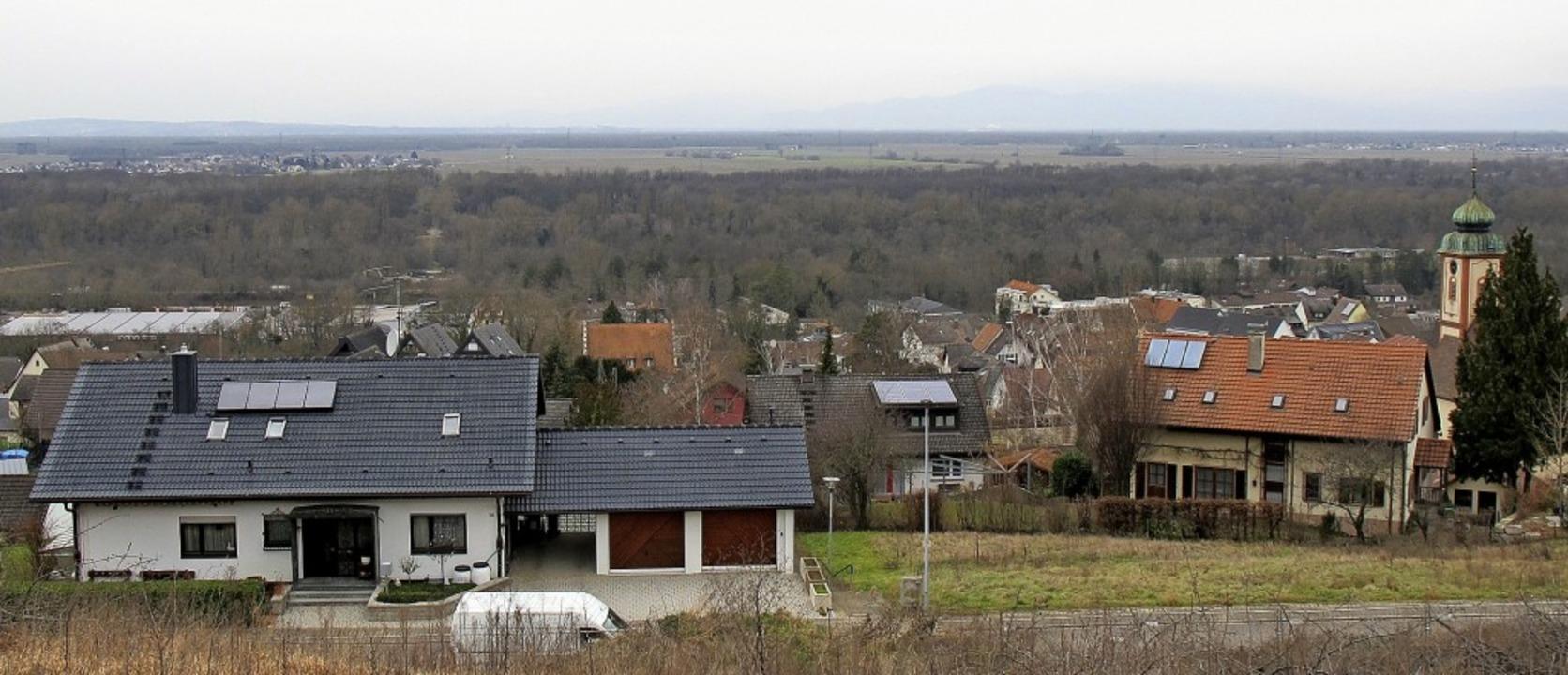 Auf den Dächern von Bad Bellingen ist noch viel Platz für Photovoltaik-Anlagen.   | Foto: Jutta Schütz