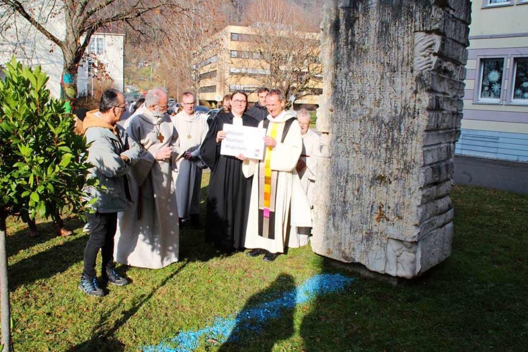 Am Denkmal fand der Abschluss des Gedenkgottesdienstes statt.  | Foto: Rolf Reißmann