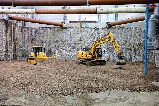 Erdmaterial in Grenzacher Kesslergrube wird verdichtet