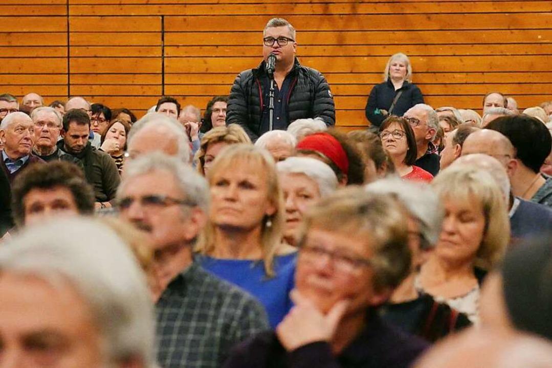 Vor etwa 600 Interessierten stellten s...dt vor. Einige Bürger stellten Fragen.  | Foto: Jannik Jürgens
