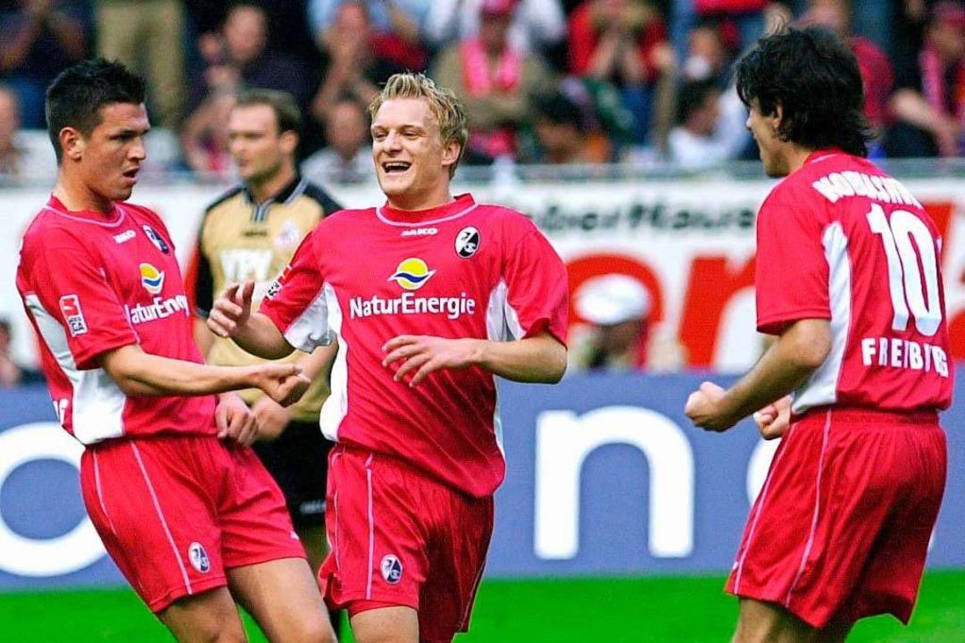2. Mai 2003, zweite Bundesliga: Der Sp...SC wurde Meister und stieg wieder auf.    Foto: Rolf Haid (dpa)