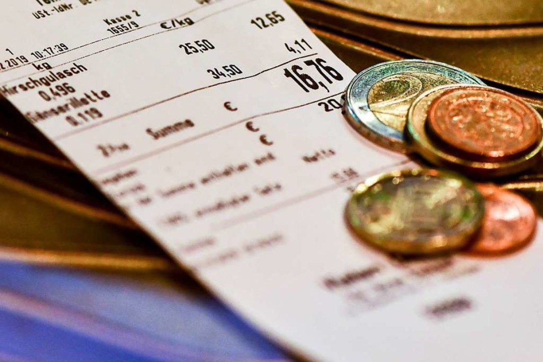 Gehen Produkte für Kleinstbeträge unte... 30 Euro auf den Kassenbon verzichten.  | Foto: Jens Kalaene (dpa)