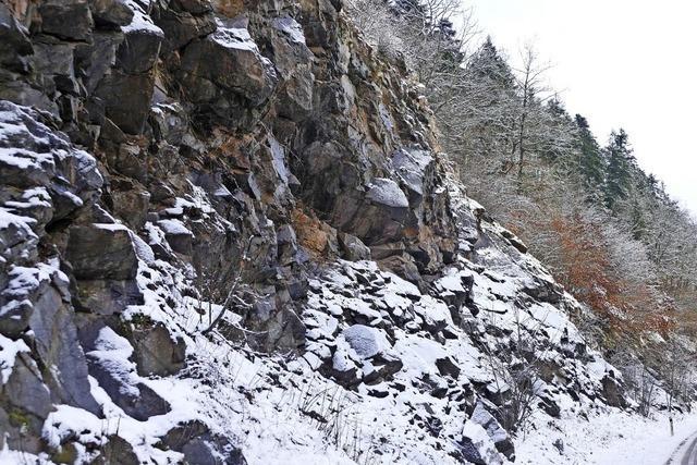 Felswände werden laufend kontrolliert