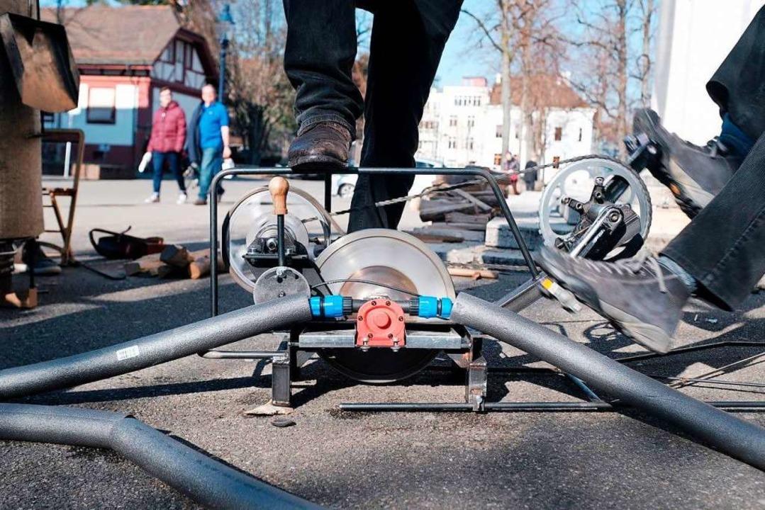 Mit Tretkraft wird die Pumpe für den Wasseraustausch angetrieben.  | Foto: DOMINIK DOBER/HOTEL REGINA