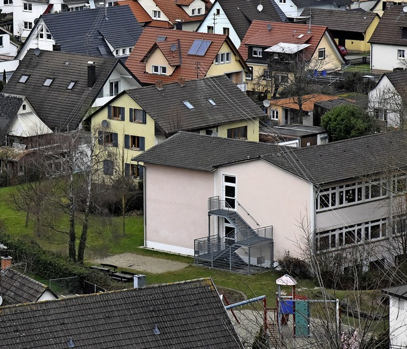 Neben der Schule soll der Kindergartenneubau in Nimburg errichtet werden.   | Foto: Markus Zimmermann